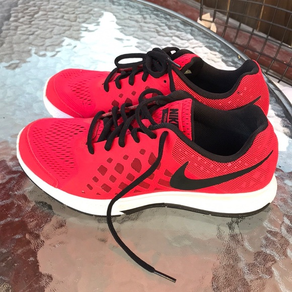le scarpe nike pegasus 31 rosso donne sz 7 poshmark